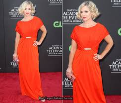 jennie garth red carpet fashion awards