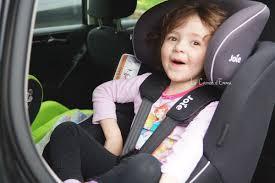 a quel age on enleve le siege auto on a testé le siège auto spin 360 de joie le carnet d