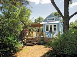 tiny house show review tiny house reality shows on fyi hgtv bloomberg