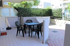 citt罌 giardino appartamento monocamera in affitto a grado citta