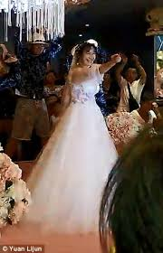 The Best Wedding Dresses Bride Street Dances In Her Wedding Gown In China Daily Mail Online