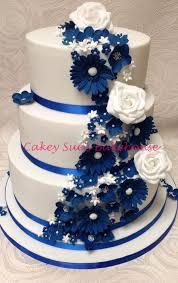 mariage bleu et blanc gâteau de mariage bleu et blanc avec beaucoup de fleurs 30 11 2017