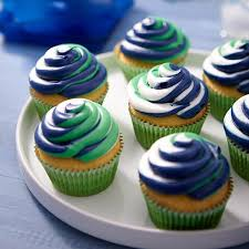 Buttercream Frosting For Decorating Cupcakes Why Confine Your Cupcakes To One Color With The Color Swirl Three