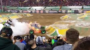 grave digger 30th anniversary monster truck monster jam world finals xviii 2017 freestyle monster truck grave