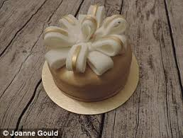 Christmas Cake Decorations Asda by Aldi U0027s Christmas Cake Beats Lidl Asda Sainsbury U0027s And M U0026s As