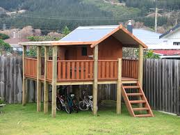 Backyard Fort Ideas Fort Friday Forts Playhouses And Pallets