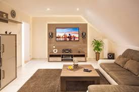 wohnzimmer mit dachschr ge modern kleine wohnzimmer gestalten wohndesign