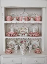 meuble cuisine shabby chic cuisine shabby chic tasses en motifs floraux meuble ancien