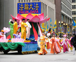 thanksgiving parade in chicago chicago u s a falun gong participates in thanksgiving parade