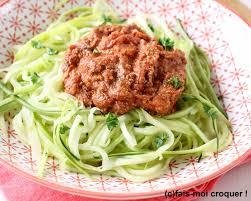 cuisiner courgette spaghetti recette de spaghetti de courgettes à la bolognaise recettes