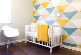 tapisserie chambre bébé papier peint géométrique la tendance qui conquit nos intérieurs