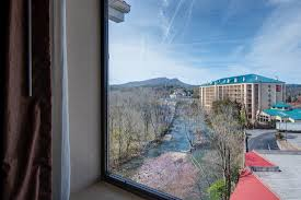 hotel in pigeon forge tn rooms river bend inn