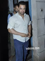 aamir khan hair transplant aamir khan with his mother at vidhu vinod chopra studio photos