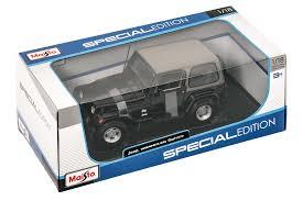 toy jeep cherokee maisto 1 18 scale jeep wrangler sahara edition model toy quadratec