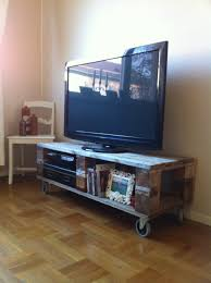 How To Build Wood Tv Stands Diy Pallet Tv Stand Omg Yes Look Jaime This Is Our Wheels Tv