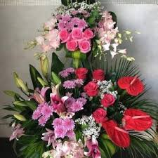style flower big basket of flowers stand by local flower shop dubai