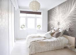 schlafzimmer schwarz weiss akzentwand tapeten muster barock