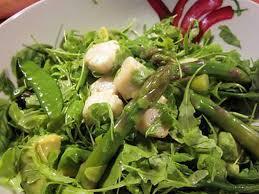 cuisiner des pois gourmands recette de salade d asperges aux pois gourmands et aux jacques