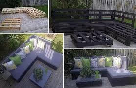 canapé exterieur en palette transformation de palette en salon de jardin les petites