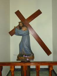 file sculpture of jesus christ bearing the cross inside of