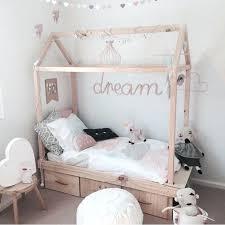 chambre denfants cabane chambre garcon lit cabane dans une chambre denfants cabane