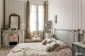 chambre toile de jouy dans une chambre papier peint rayures castorama boutis la avec
