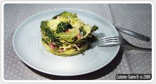 cuisiner du chou recette de chou vert frisé oignons saucisses et lardons
