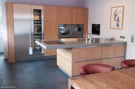 edelstahl küche holz beton und edelstahl eine moderne küche