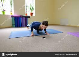 imagenes estudios yoga empresaria de estudios ejercicios yoga básico curso online foto de