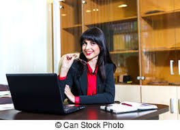 travaux de bureau femme souriante lunettes travaux bureau image de stock