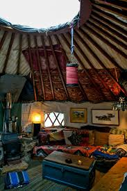 Hobbit Home Interior by Best 20 Round House Ideas On Pinterest Yurts Tree Houses And