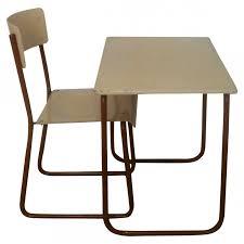 bureau enfant metal bureau et chaise pour enfant en bois et métal ées 50 design