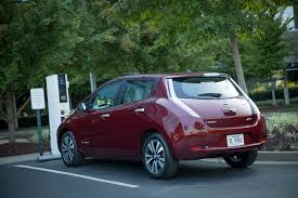 red nissan 2017 2016 nissan leaf gets better battery 107 mile driving range