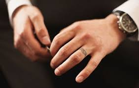 lovely wedding ring finger tattoo designs photos pictures and