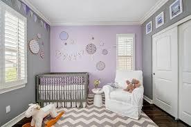 peinture violette chambre couleur chambre bébé osez le violet