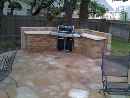 Bull Bbq Outdoor Kitchen An Outdoor Kitchen With Granite Countertops Compliment This