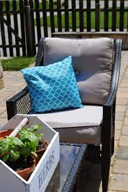 Patio Tablecloth by Diy Outdoor Pillows The 15 Minute Tablecloth And Plastic Bag