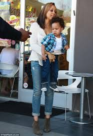 twins tia and tamara mowry buy frozen yoghurt for sons cree and