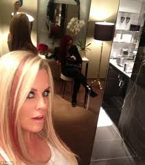 does jenny mccarthy have hair extensions jenny mccarthy sports long pink and blonde extensions just weeks