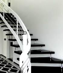 treppen aus granit granittreppe schwarz freitragende bolzentreppen treppen aus