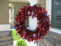 4th of july wreaths 10 great diy 4th of july wreaths shelterness