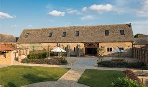 wedding wishes of gloucestershire oxleaze barn wedding venue lechlade gloucestershire hitched co uk
