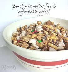 christmas snack mix and free printable labels diy beautify