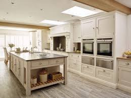 traditional country kitchen design with a modern shaker style