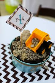 Construction Themed Centerpieces by Construction Birthday Party Construction Truck Themed 1st