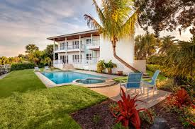 Backyard Pools And Spas by Contemporary Home Brings Taste Of Bahamas To Florida The