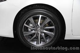 lexus es300h 2016 lexus es300h front wheel at the 2015 gaikindo indonesia