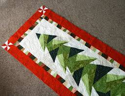 Ideas For Christmas Quilts by Would Love To Have The Pattern For This One Tall Trim The Tree