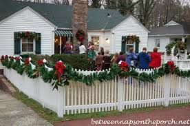 Outdoor Christmas Decorations For Windows by Christmas Decorating Ideas For Porches Doors And Windows