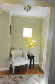 paint color that goes with stained wood is betsy ross house moss